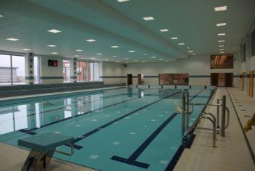 Bazén se chystá na léto, dlažbu čeká výměna