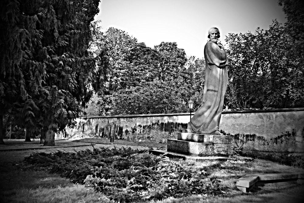 Pomník Mistra Jana Husa (Jindřichohradecké sochy a památníky #13)