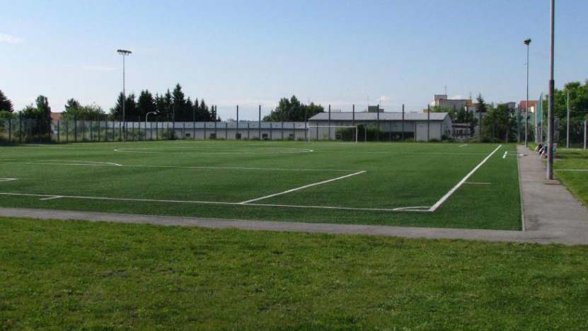 Fotbalové hřiště s umělým povrchem Piketa