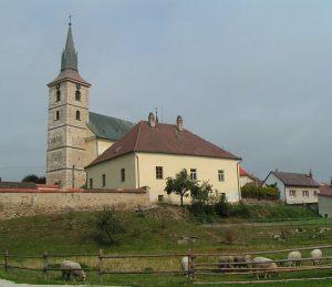 kostel-a-fara
