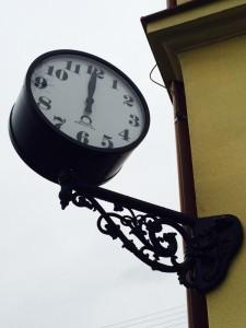 Přesný čas na nádražích JHMD