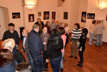 Fotila Eva Tunklová: Vernisáž obrazů a drátkovaných šperků ve FotoCafé