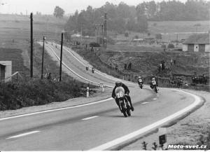 JH 1975 - pohled na úsek mezi obcí Otín a n.p.Jitka. Okruh měl před sebou velkou budoucnost