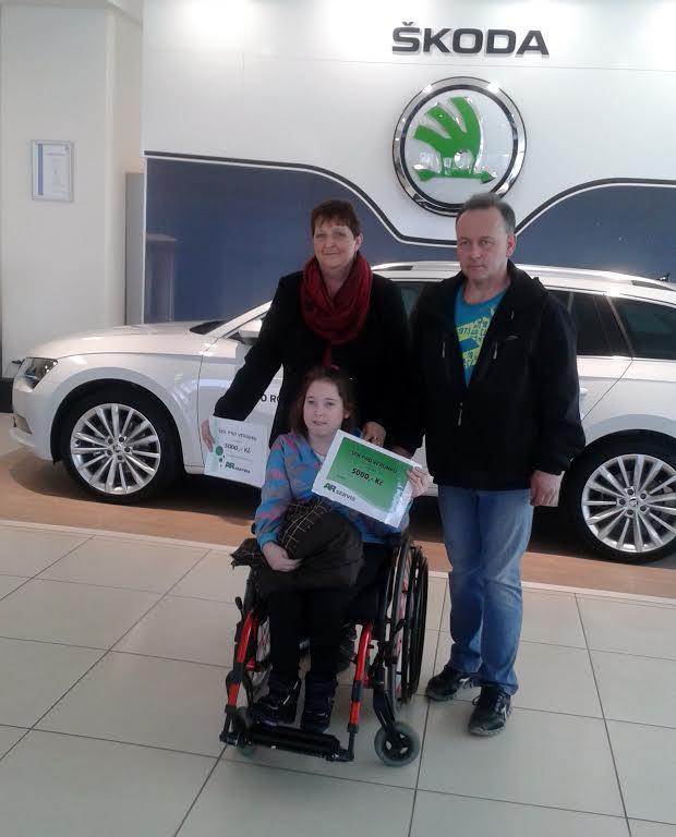 AR Servis předal dar tělesně postižené Veronice Šindelářové