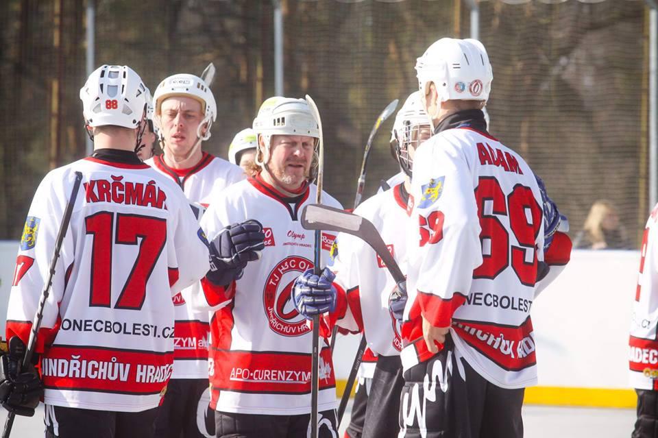 137 diváků vidělo v hokejbalovém derby 14 branek !!