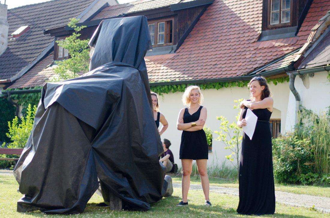 Odhalení sochy (A)Symbiont Báry Krninské