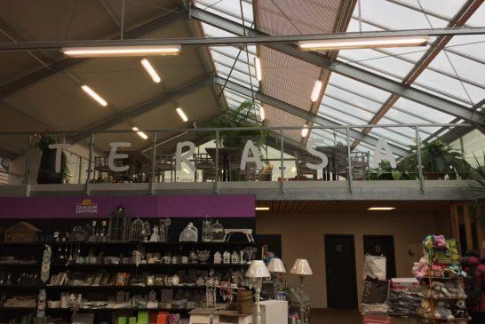 Terasa restaurace v Zahradním centru láká k návštěvě