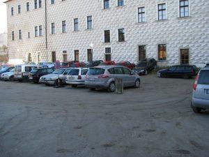 Od pondělí se z důvodu rekonstrukce uzavře parkovací plocha v jezuitské koleji