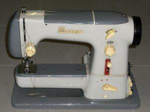 Kufříkové šicí stroje Lada v Muzeu Jindřichohradecka