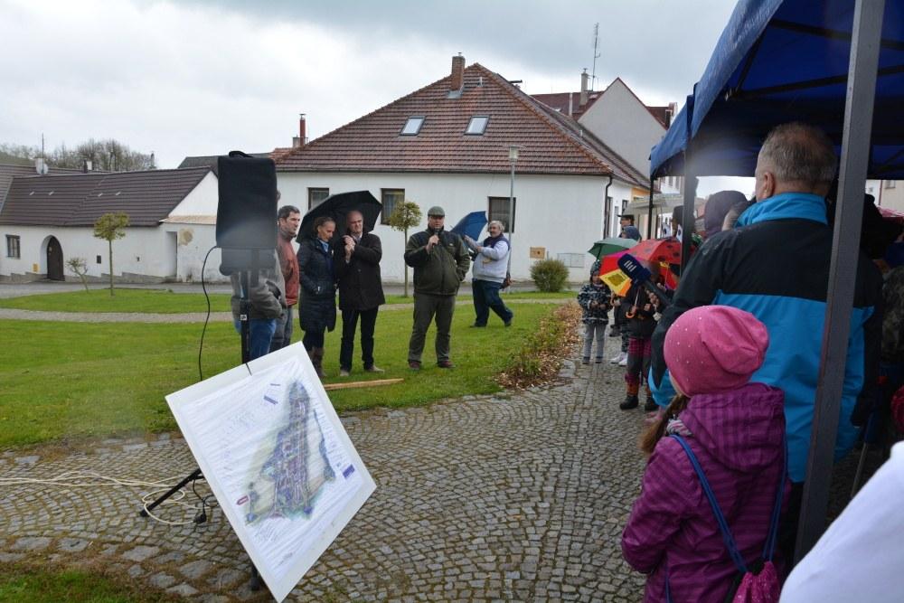 Pochod pod Deštenskou horu a setkání na hranicích v Den proti úložišti