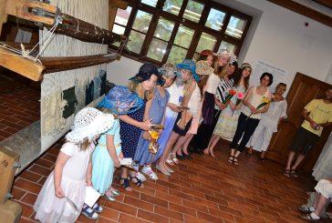 Fotila Amálie: Módní přehlídka paličkovaných kloboučků v Domě gobelínů
