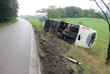 Policie ČR: Vážné dopravní nehody osobního auta, autobusu a cyklisty