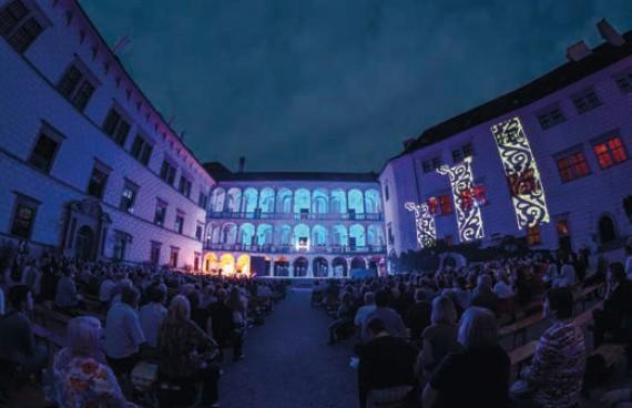 zamek jindřichův hradec ilustrační noc opera divadlo
