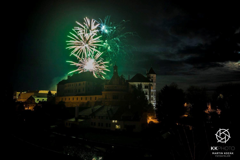Novoroční ohňostroj v Jindřichově Hradci - FOTO: Martin Kozák