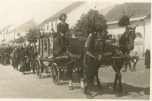 Historie pohřebnictví v Deštné (Z historie Deštné #7)