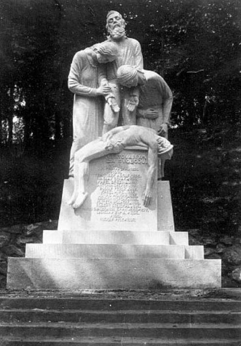 Pomník padlých čs. legionářů zJ. Hradce, odhalený vroce 1922 vSadech