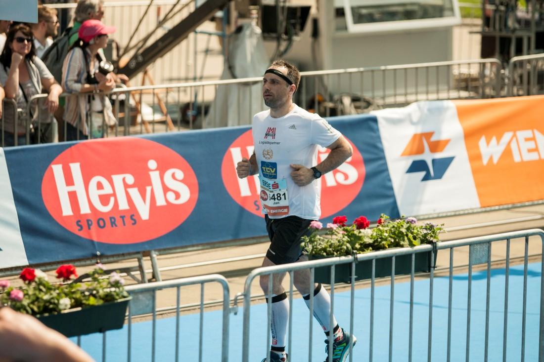 TCV J. Hradec na aquatlonu v Praze a Jan Vaněk ml. na vídeňském maratonu