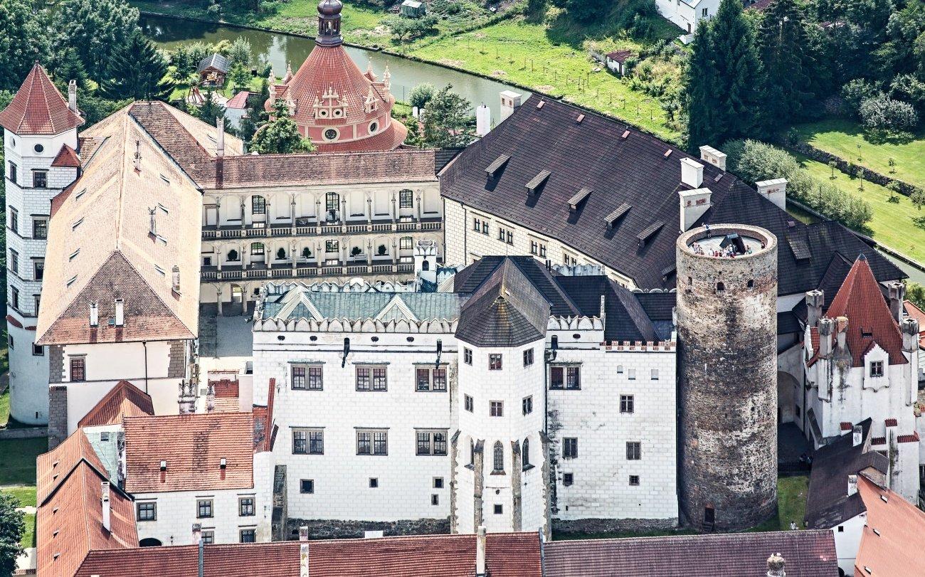 Státní hrad a zámek Jindřichův Hradec_letecký pohled