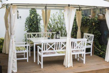 Letní posezení na venkovní terase v Restauraci U Lucerny (fotogalerie)