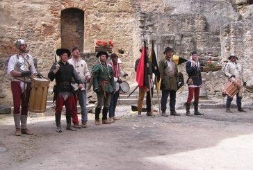 Vystoupení skupiny historického šermu Bravus na Landštejně