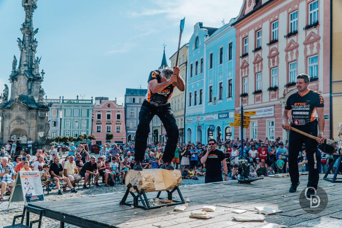 Fotil Ondra: Drevorubecka show v Jindrichove Hradci