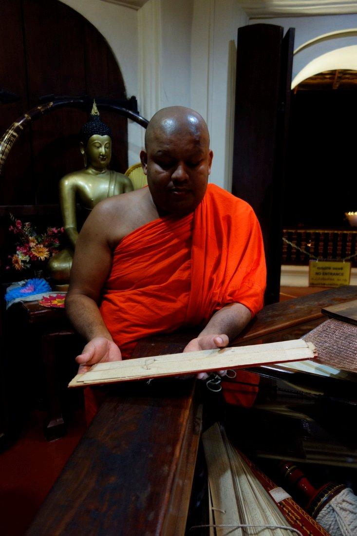 Srí Lanka – Púdža vchrámu Buddhova zubu a nenasytný mnich (cestování s Kateřinou Duchoňovou #8)_Kandy12