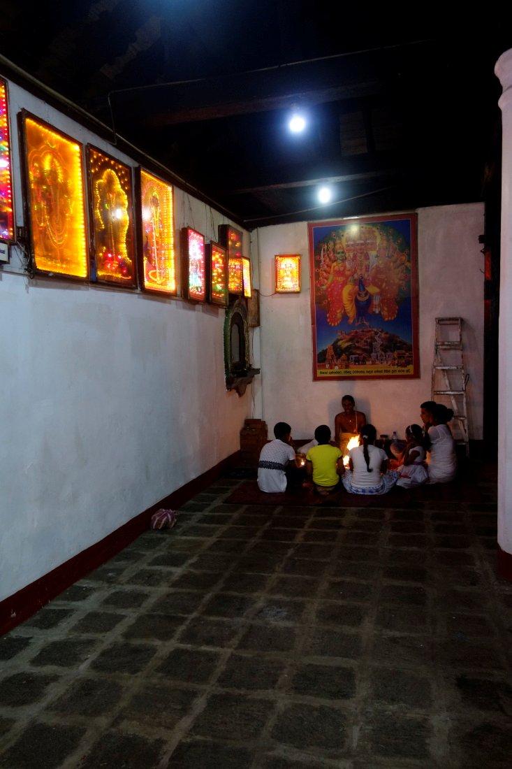 Srí Lanka – Púdža vchrámu Buddhova zubu a nenasytný mnich (cestování s Kateřinou Duchoňovou #8)_Kandy13