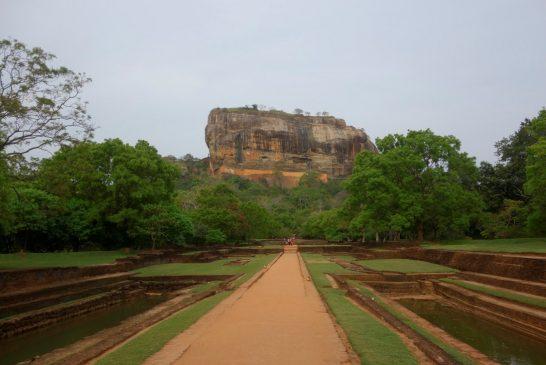 Srí Lanka – Púdža vchrámu Buddhova zubu a nenasytný mnich (cestování s Kateřinou Duchoňovou #8)_Sigirya1
