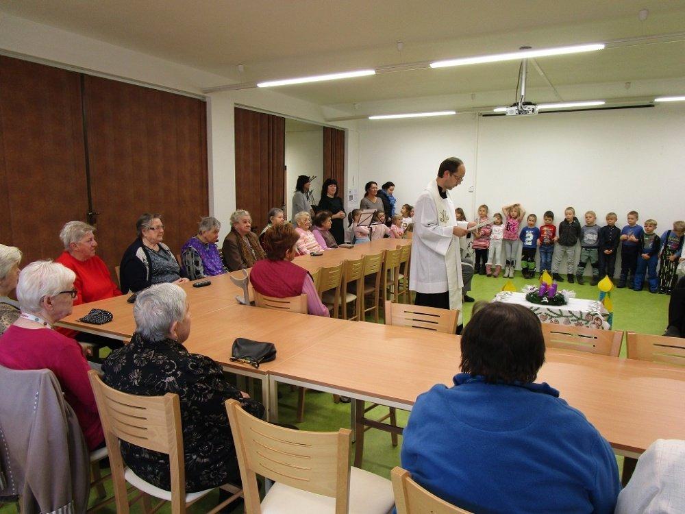 Svěcení adventního věnce v domě s pečovatelskou službou Dačice