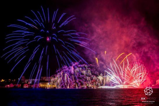 OBRAZEM: Novoroční ohňostroj v Jindřichově Hradci - Foto: Martin Kozák