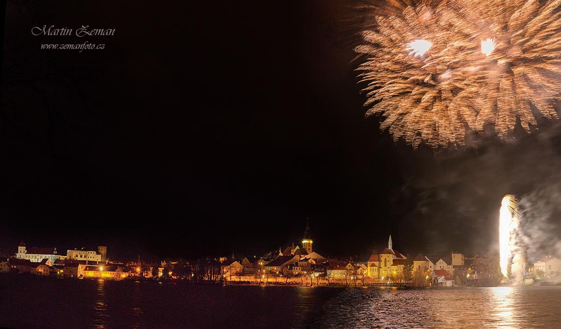 Novoroční ohňostroj v Jindřichově Hradci - Foto: Martin Zeman
