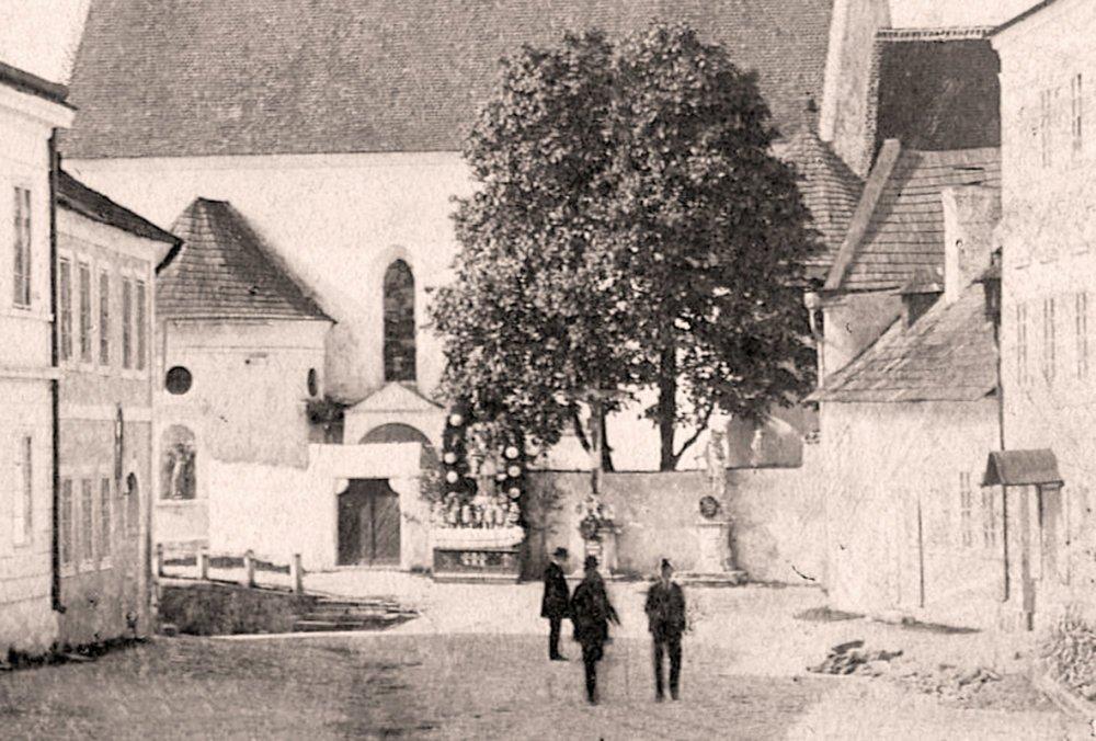 Svatý Jan Nepomucký a svatý Teodor (Jindřichohradecké sochy a památníky #3)