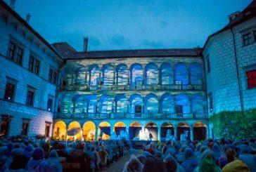 Jindřichohradecký hrad a zámek koncem srpna rozezní tóny Pucciniho Bohémy