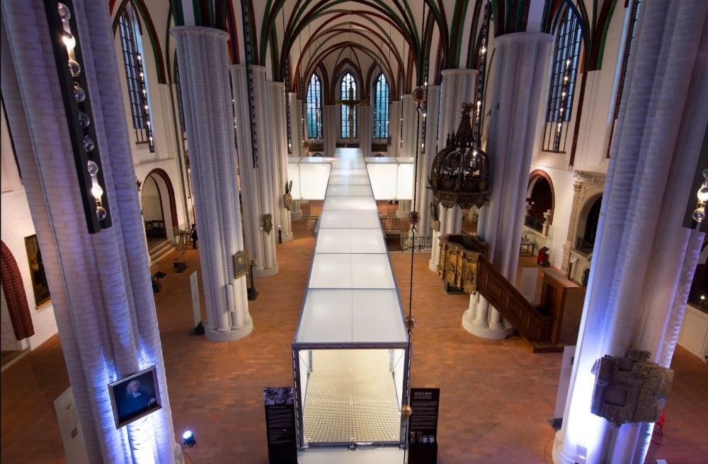 Ocelový kříž pro berlínský kostel sv. Nikolai vyrobila společnost BTC GROUP