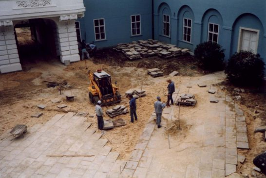 1993 nadvori Zámek Dačice