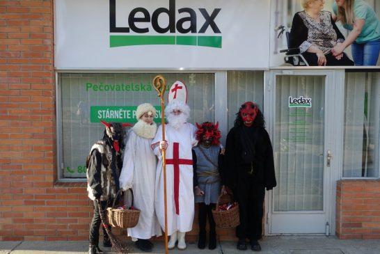 Čert , Mikuláš a anděl dorazili také do Domu s pečovatelskou službou