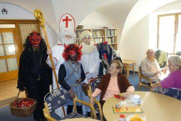 Čert, Mikuláš a anděl dorazili také do Domu s pečovatelskou službou