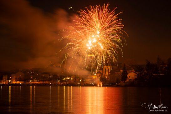 OBRAZEM: Novoroční ohňostroj v Jindřichově Hradci 2020 - Martin Zeman