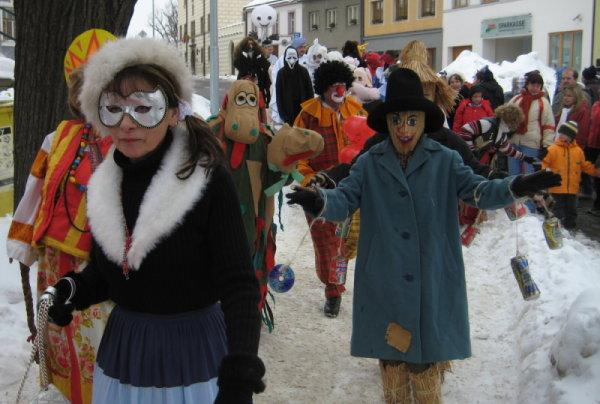 Masopustní průvod městem v Dačicích