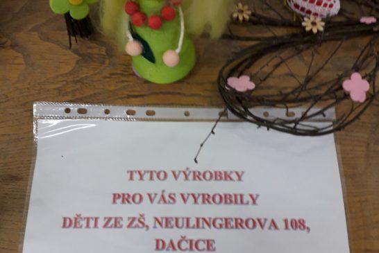 Ledax: Vyšlo mimořádné číslo Ledax Novin a dárky od dětí ze ZŠ Dačice pro uživatele DPS Dačice