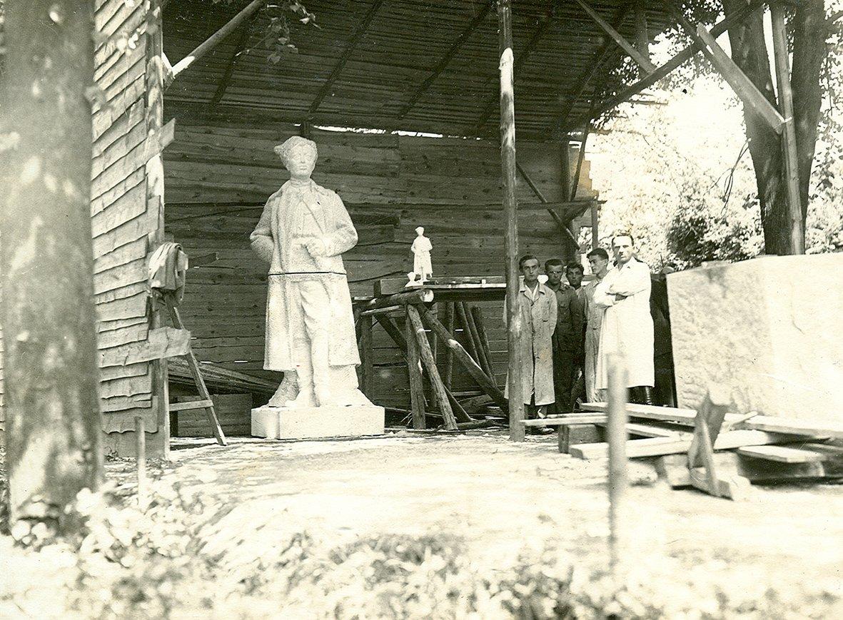 Pomník plukovníka Josefa Jiřího Švece (Jindřichohradecké sochy a památníky #14)
